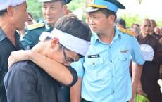 Đẫm nước mắt trong đám tang tiễn biệt Thiếu uý phi công hy sinh trong tai nạn rơi máy bay