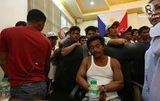 """Sau tuyên bố """"đổi chiều"""" về tàu TQ, thuyền trưởng tàu Philippines lại gây ngỡ ngàng khi """"xin lỗi"""" TT Duterte"""