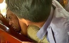 Khống chế gã chồng đánh vợ khi đi trêu tàu: Nghi vợ cặp bồ nên đánh