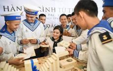 Trao tặng hơn 10 ngàn cuốn sách quý đến cán bộ, chiến sĩ  Vùng 4 Hải quân