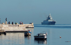 Tàu chiến Nga chất đầy tên lửa cập cảng Cuba, máy bay quân sự đáp xuống Venezuela