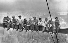 """Sự thật về bức ảnh """"Bữa trưa trên tòa nhà chọc trời"""" nổi tiếng gần 9 thập kỷ từng khiến nhiều người """"đứng tim"""" khi nhìn"""