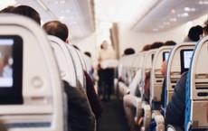 """Đi máy bay nhiều nhưng bạn có biết lý do hàng ghế 2A và 19F luôn """"đắt khách"""" nhất trong mỗi chuyến bay chưa?"""