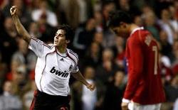 """Kẻ duy nhất khiến Messi-Ronaldo cúi đầu và cú đòn """"hủy diệt"""" 4 chiến binh Man United"""