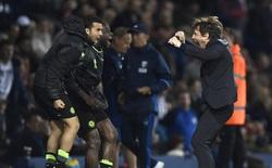 """Cầu thủ Chelsea """"phục kích"""" Conte trong phòng thay đồ sau khi giành chức vô địch"""