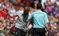 Anfield im bặt tiếng cười trong ngày James Milner ném đi quyền tự quyết của Liverpool