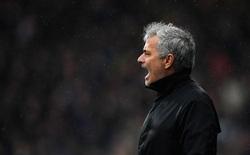Jose Mourinho ra sức bảo vệ, Lindelof cũng không thoát nổi cơn phẫn nộ từ CĐV Man United