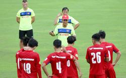 """Ô tô Việt Nam và hành trình """"nghỉ lễ"""" từ Campuchia tới UAE của cựu cầu thủ Xe ca Hà Nội"""