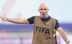 """HLV Pháp tiết lộ những thay đổi, không dám """"dạo chơi"""" trước U20 Việt Nam"""