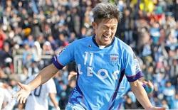 Cầu thủ chuyên nghiệp già nhất thế giới ghi bàn 'quý như vàng' cho đội nhà
