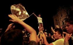 Real Madrid phá lời nguyền Champions League, CĐV ăn mừng thâu đêm suốt sáng