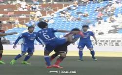 Cầu thủ K.League vung chân đá gãy mũi đối thủ