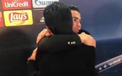 """Cảm động: Ronaldo dừng lại ôm lấy Buffon trên đường ra về sau """"đại chiến"""" Bernabeu"""