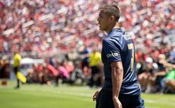 """""""Chặt cụt cánh"""" xong bắt Alexis Sanchez bay, thì bay kiểu gì hả Mourinho?"""