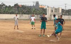 """Sau """"sân ruộng"""" và """"sân vườn"""", chủ nhà Indonesia xếp cả sân đất nện cho đội bóng dự Asiad"""
