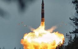 """Siêu tên lửa Nga có thể """"thổi bay"""" nước Pháp: Putin dằn mặt tổng thống thứ 45 của Mỹ"""