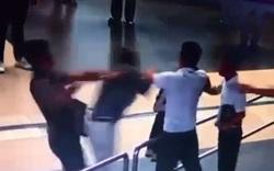 """Clip: Người """"giải cứu"""" nữ nhân viên hàng không bị Thanh tra Sở GTVT Hà Nội đánh là ai?"""