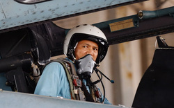 """""""Phi công nước khác thì đã nhảy dù để bảo toàn tính mạng. Nhưng phi công VN thì không!"""""""