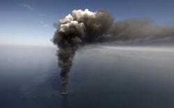 """Nhả khói đen mù mịt, tàu sân bay Nga chỉ muốn nói """"Xin chào, tôi đã tới"""" thôi mà!"""