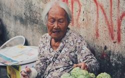 Xót xa cụ bà 86 tuổi ngày ngày vượt gần 120km đi bán hoa quả giữa Sài Gòn nuôi con bị bệnh