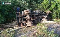 Băng qua đường, xe tải bị tàu hỏa đâm bay xuống mương