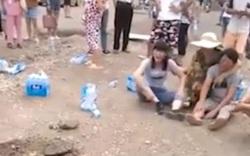 Bất cẩn trong lúc thi công, công nhân vô tình chôn sống bé 4 tuổi dưới mặt đường