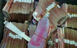 Mang khoản tiền lớn đi gửi, đến ngân hàng, cụ già sửng sốt phát hiện toàn là tiền âm phủ