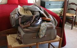 Nhận phòng khách sạn chớ vội đặt hành lý lên giường: Lý do đáng sợ nhiều người chưa biết