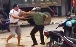 Trưởng công an thị trấn bị đâm trọng thương khi đang đánh cầu lông