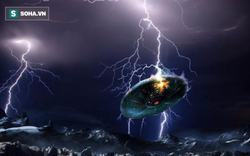 Quay được video UFO bị tia sét mạnh 12.000 ampe đánh trúng