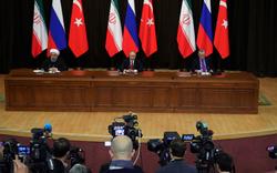 Video: Tổng thống Nga Putin kéo đổ ghế người đồng cấp Thổ Nhĩ Kỳ