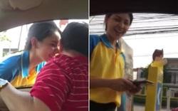 Hành động bất ngờ của nữ nhân viên trạm xăng đối với khách hàng