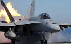 Thủy quân lục chiến Mỹ hoảng hồn vì ngọn lửa bí ẩn bùng lên từ tiêm kích F/A-18