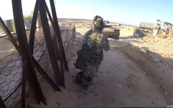 Bị tấn công bất ngờ, QĐ Ai Cập chạy thục mạng, IS bắt sống xe tăng T-72 cùng nhiều vũ khí