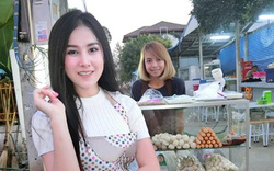 Cô gái bán thịt viên vỉa hè khiến cả phố tắc nghẽn vì quá xinh đẹp