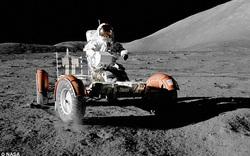 NASA công bố những bức ảnh hiếm khi vẫn còn thám hiểm Mặt Trăng