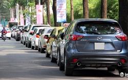 """Quận 1: Sợ bị cẩu về phường, hàng loạt xe hơi """"lách luật"""" bằng đèn khẩn cấp"""
