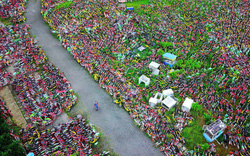 """Cận cảnh """"nghĩa địa"""" xe đạp khổng lồ tại Trung Quốc, mặt trái của """"nền kinh tế cho thuê"""""""