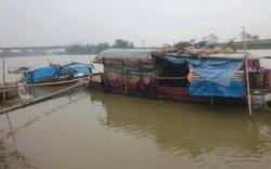 Xuống thuyền giúp đỡ cụ bà 77 tuổi, bị tố xâm hại?