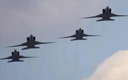 """Máy bay Tu-22M3 Nga """"rồng rắn"""" về quê, phi công được chào đón như những anh hùng"""
