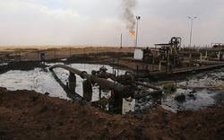 Nga không kích yểm trợ, Quân đội Syria tấn công, IS tháo chạy khỏi mỏ dầu chiến lược Omar