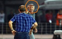 Fan Việt bảo vệ, fan Đông Nam Á chê trách màn từ chối bắt tay của thầy Park