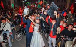 """""""Việt Nam thắng sẽ tỏ tình với người bình luận đầu tiên"""" và bộ ảnh cưới sau 10 tháng trong đêm lịch sử của bóng đá"""