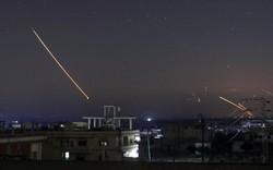 NÓNG: Israel tấn công căn cứ không quân Syria, tên lửa S-200 khai hỏa đáp trả