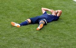 Cầu thủ Nhật Bản đổ gục xuống sân ăn mừng cảm xúc sau trận thắng Colombia