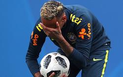 Neymar lại bị đau, khiến hàng triệu fan Brazil lo sốt vó