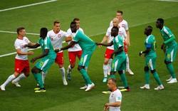 World Cup 2018: Cầu thủ kéo áo đồng đội để lừa trọng tài thổi penalty