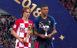 Nối bước Messi, Modric buồn bã nhận phần thưởng cao quý của World Cup