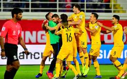 Vất vả chẳng kém Việt Nam, ĐKVĐ Asian Cup nghẹt thở bước tiếp vào tứ kết