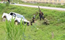 Vụ vây bắt nhóm cố thủ trên ôtô: Tìm thấy lựu đạn, súng ngắn